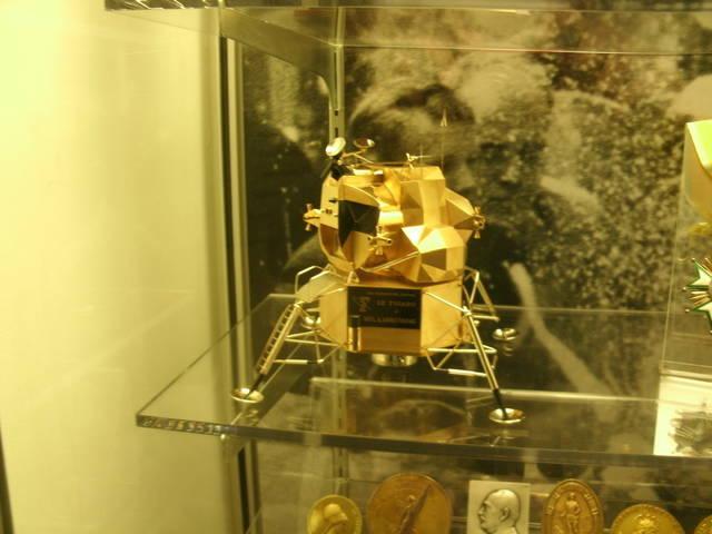 web1_lunar-module